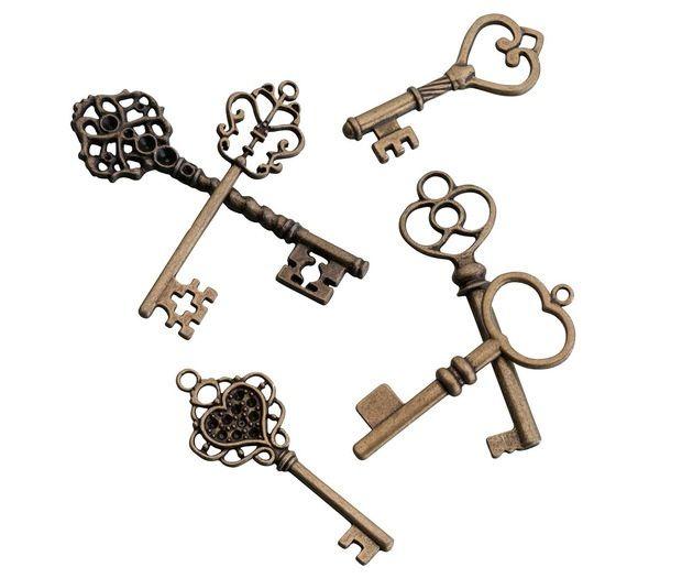 24 Vintage Bronze Keys