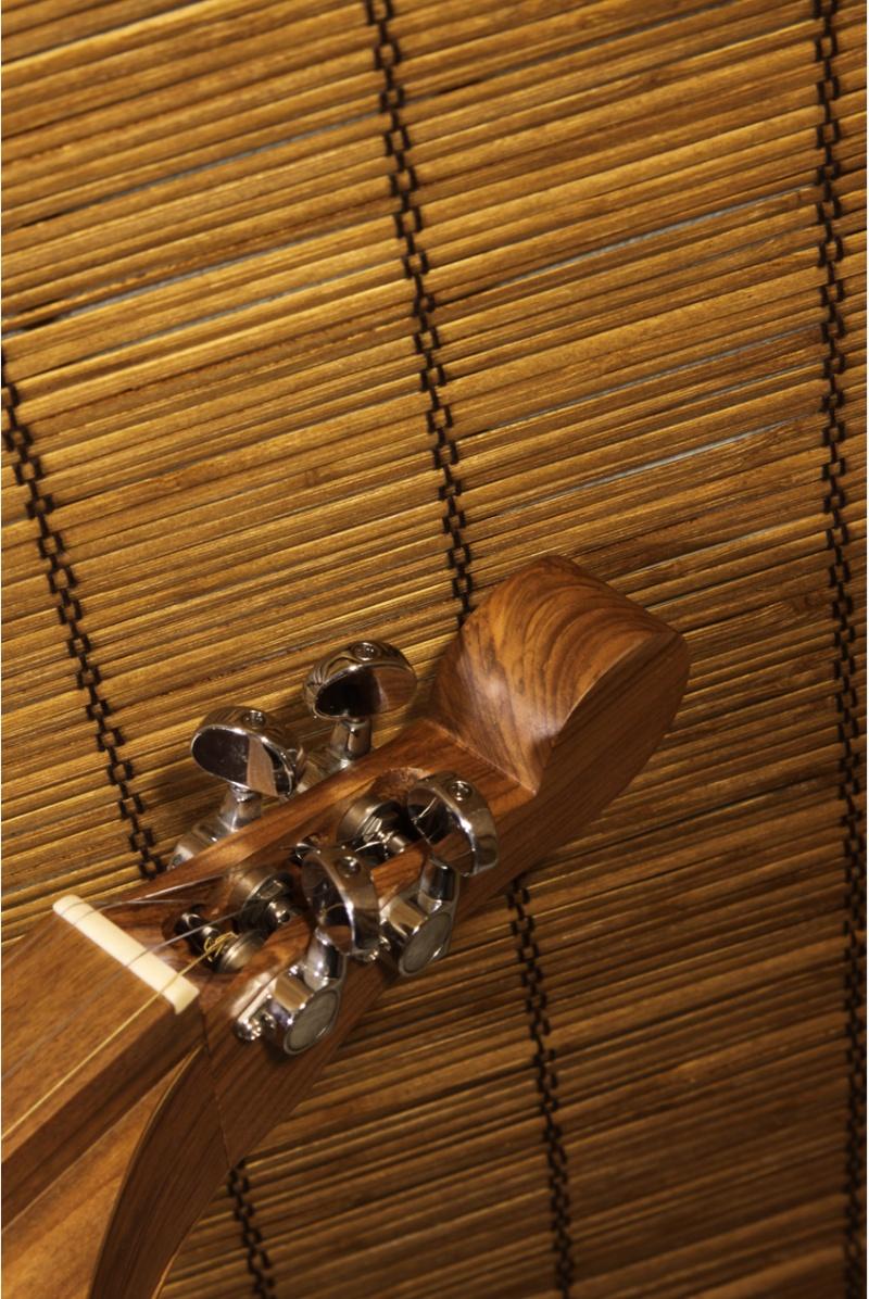 Roosebeck Grace Mountain Dulcimer 4-String Vaulted Fretboard Spruce Knotwork - Walnut