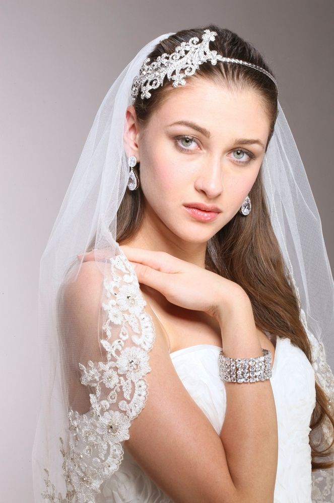 1-layer White Mantilla Bridal Veil With Crystals, Beads & Lace Edge