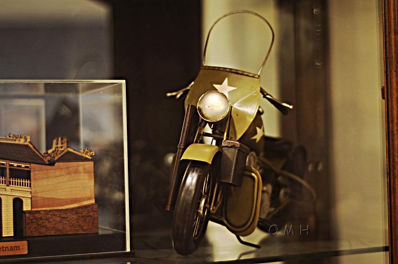 1942 Yellow Motorcycle 1:12