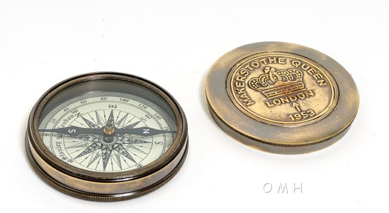Makers To The Queen Compass W Leather Case