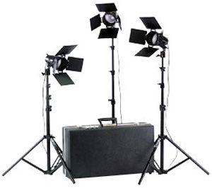 Smith-Victor K33B/401420 3-Light 1800-watt Portable Attache Kit with Barndoors